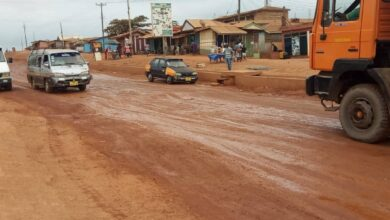 Photo of Abokobi youth march on Ga East Assembly to protest bad roads