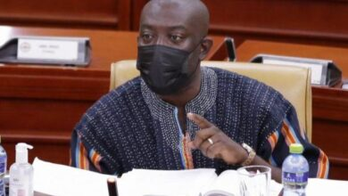 Photo of Haruna Iddrisu to Oppong Nkrumah: You communicate well but your job is difficult