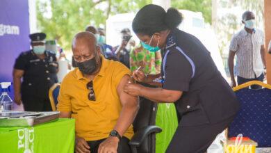 Photo of Mahama and Lordina take COVID-19 vaccine