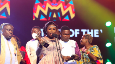 Photo of Diana Hamilton wins Artiste of the Year for VGMA22