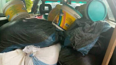 Photo of Angry students stop matron from transporting stolen food items
