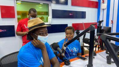Photo of Bernard Avle,Dzifa Gbeho-Bampoh,Emefa Apawu & Ivy Prosper visit Sandcity Radio