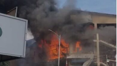Photo of Fire guts 3-storey building at Makola