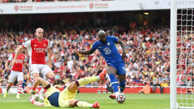 Photo of Lukaku scores his first Chelsea goal in dominant win over Arsenal