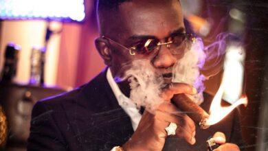 Photo of My mum does not like my cigar-smoking attitude – Sarkodie