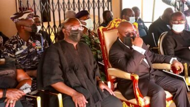 Photo of Akufo-Addo and Mahama console Bawumia over his mother's death
